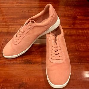 H&M faux suede pink sneaker/ size 9.5